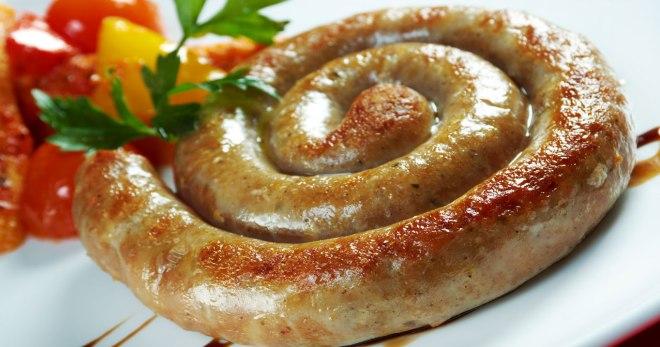 Homemade sausage na pinakuluang, atay, dugo, pinausukang at